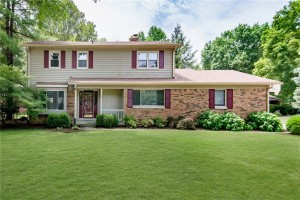 8233 Groton Lane Indianapolis, In 46260