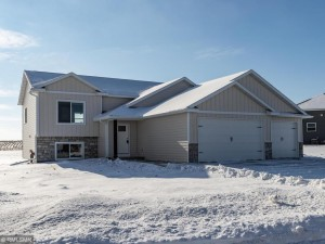 302 6th Court Se Dover, Mn 55929