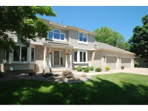 819 Woodridge Court Mahtomedi, Mn 55115