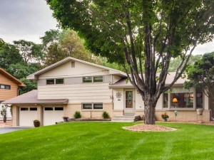 2233 Overlook Drive Bloomington, Mn 55431