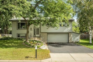 2748 Flag Avenue N New Hope, Mn 55427