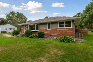 1134 Oakcrest Avenue Roseville, Mn 55113
