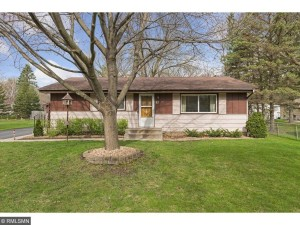 83 Mayhill Road N Maplewood, Mn 55119