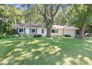 212 Edgewood Lane Apple Valley, Mn 55124