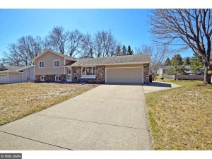 5704 138th Street Court Apple Valley, Mn 55124