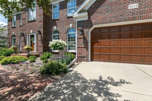 1604 Summit Oaks Court Burnsville, Mn 55337