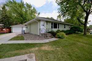 2762 Longview Drive North Saint Paul, Mn 55109