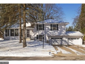 2208 Windsor Lake Drive Minnetonka, Mn 55305