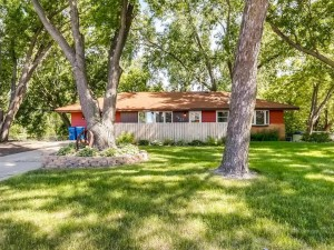 1123 County Road H2 E White Bear Twp, Mn 55127