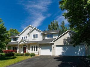 687 Woodridge Drive N Chaska, Mn 55318