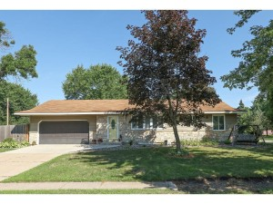 903 Cortland Drive Apple Valley, Mn 55124