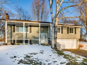 112 Pony Lane W Apple Valley, Mn 55124