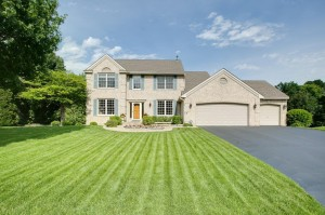 8824 Queensland Lane N Maple Grove, Mn 55311