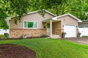 7529 Knoll Street N Golden Valley, Mn 55427