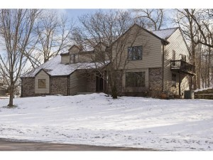 8729 Wood Cliff Road Bloomington, Mn 55438