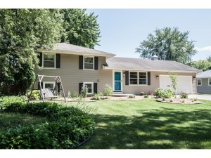 301 Walnut Lane Apple Valley, Mn 55124