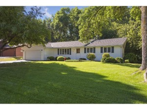 1437 Lacota Lane Burnsville, Mn 55337