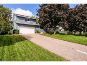 6820 8th Street Lane N Oakdale, Mn 55128