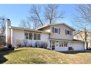 8017 35th Avenue N Crystal, Mn 55427