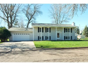 2736 20th Avenue E North Saint Paul, Mn 55109