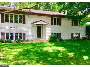 2217 Maple Lane E Maplewood, Mn 55109