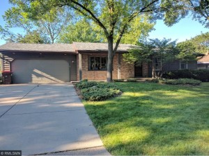 2336 Maple Lane E Maplewood, Mn 55109