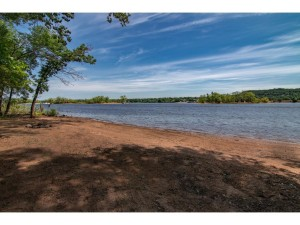1635 Rivercrest Road N Lakeland, Mn 55043