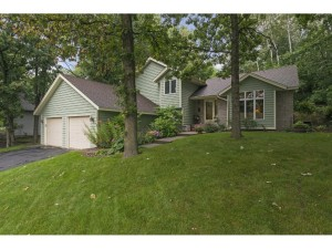 1032 Lakewood Drive S Maplewood, Mn 55119