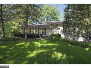 2216 Windsor Lake Drive Minnetonka, Mn 55305