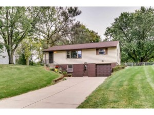 1716 County Road C E Maplewood, Mn 55109