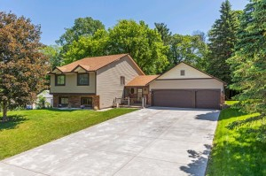 1652 Lakewood Drive N Maplewood, Mn 55119