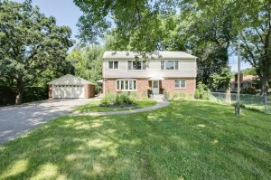 2473 Lake Avenue White Bear Lake, Mn 55110