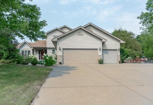673 August Drive Chaska, Mn 55318