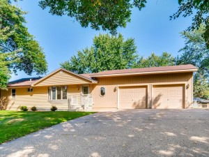 2415 Bush Avenue E Maplewood, Mn 55119