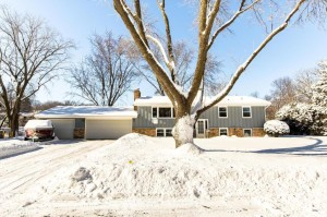220 Meadow Circle N Burnsville, Mn 55337
