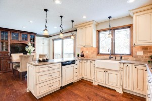 126 Sweetwater Drive Apple Valley, Mn 55124