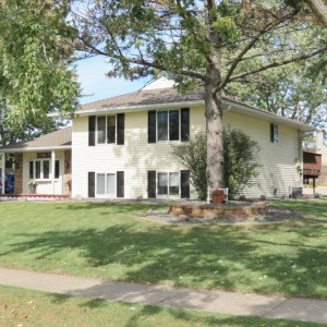 815 Jonathan Drive Apple Valley, Mn 55124