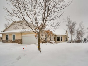 563 Holly Lane N Oakdale, Mn 55128