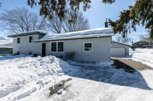 904 Whitney Drive Apple Valley, Mn 55124
