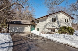 3308 Country Wood Drive Burnsville, Mn 55337