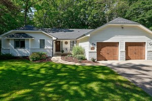 1832 Essex Road Minnetonka, Mn 55305