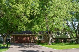 3951 Hunters Hill Way Minnetonka, Mn 55345
