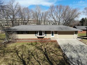 10920  Oak Knoll Terrace N Minnetonka, Mn 55305