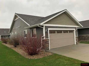 216 Castle Pines Mankato, Mn 56001