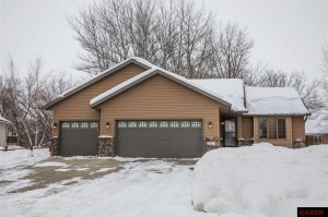 137 Grovebrook Mankato, Mn 56001