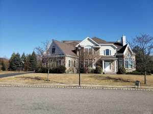 105 Elmwood Dr Dix Hills, Ny 11746