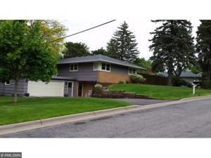 2233 Rosewood Lane S Roseville, Mn 55113