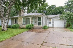 2427 Mcnair Drive N Golden Valley, Mn 55422