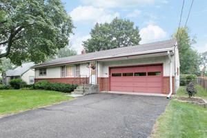 574 Shryer Avenue W Roseville, Mn 55113