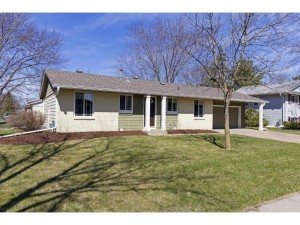 941 Whitney Drive Apple Valley, Mn 55124